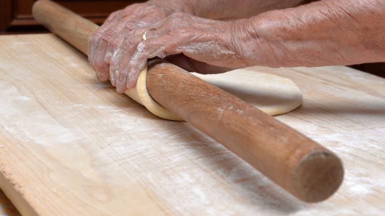 520-tirare-la-pasta-mano-con-il-mattarello-sfoglia-emiliana-pasta-fresca