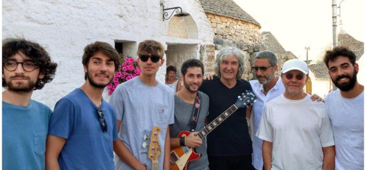 Alberobello, Dire Straits improvvisano spettacolo, video