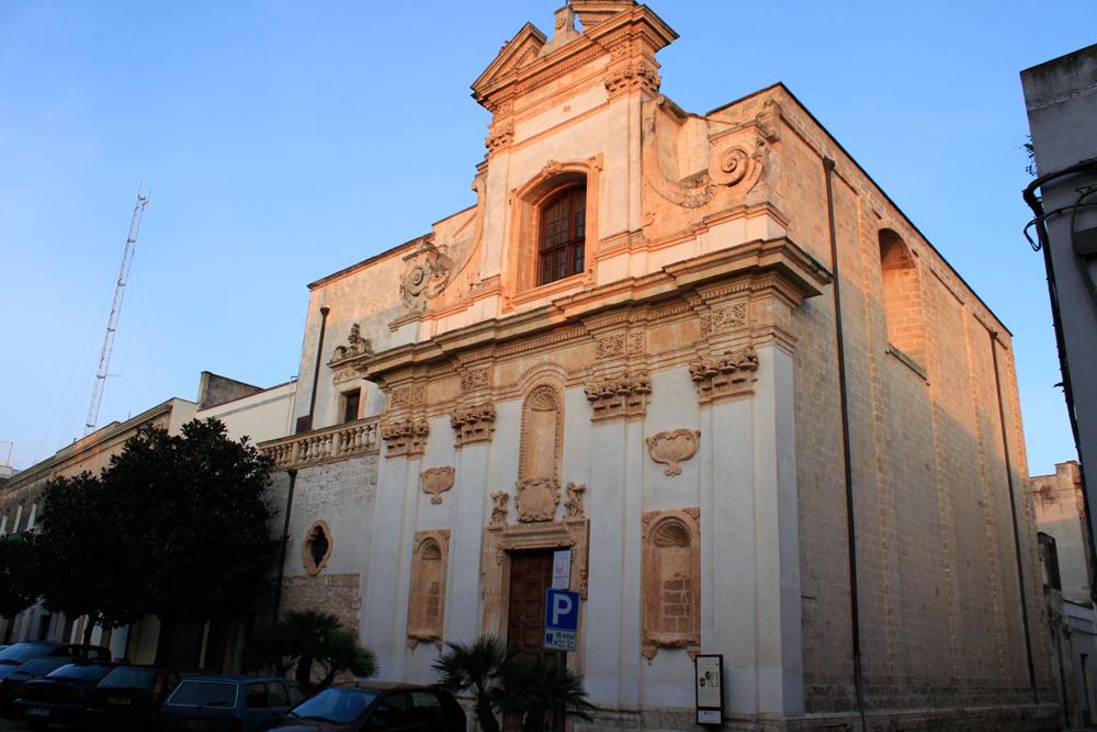Facciata basilica in Puglia