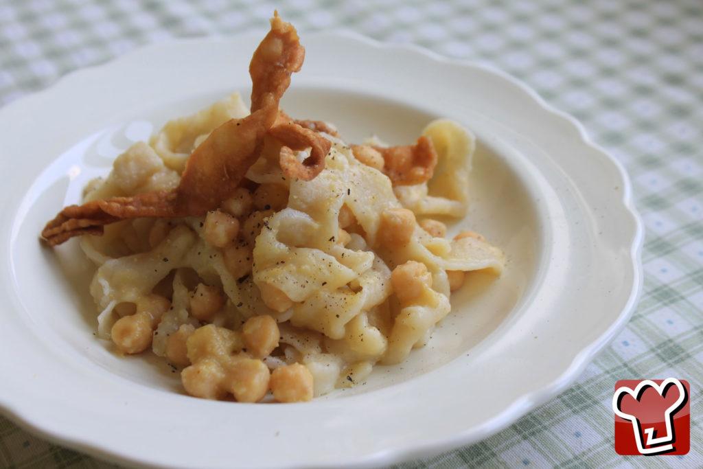 ciceri e tria, piatto tipico pugliese - La Terra di Puglia