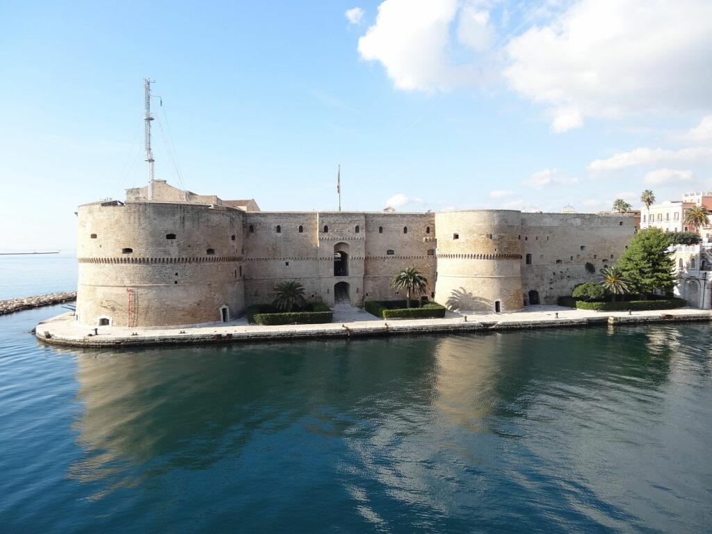 il castello aragonese, Taranto - Laterradipuglia.it
