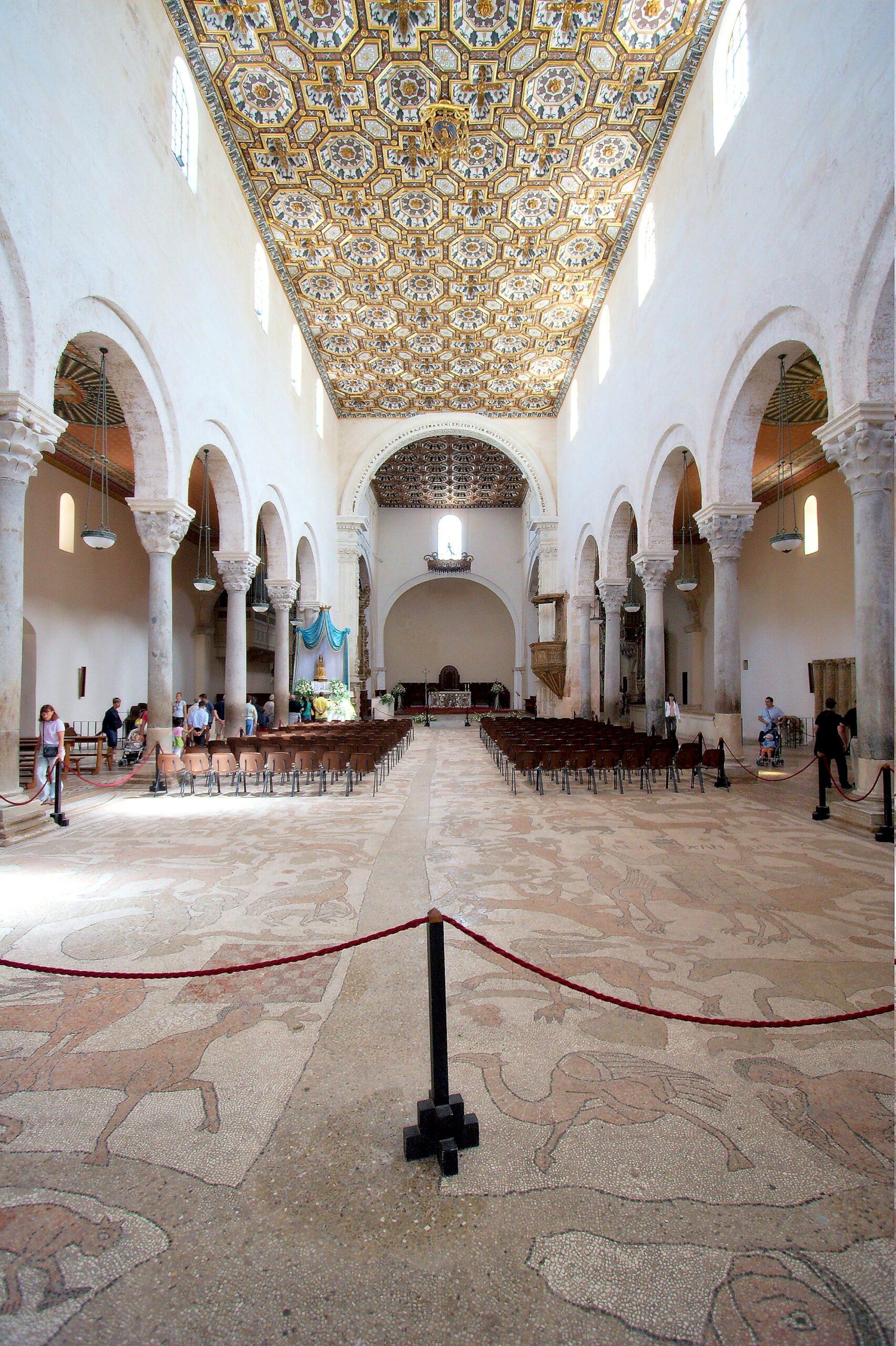 Otranto_cathedral_interior