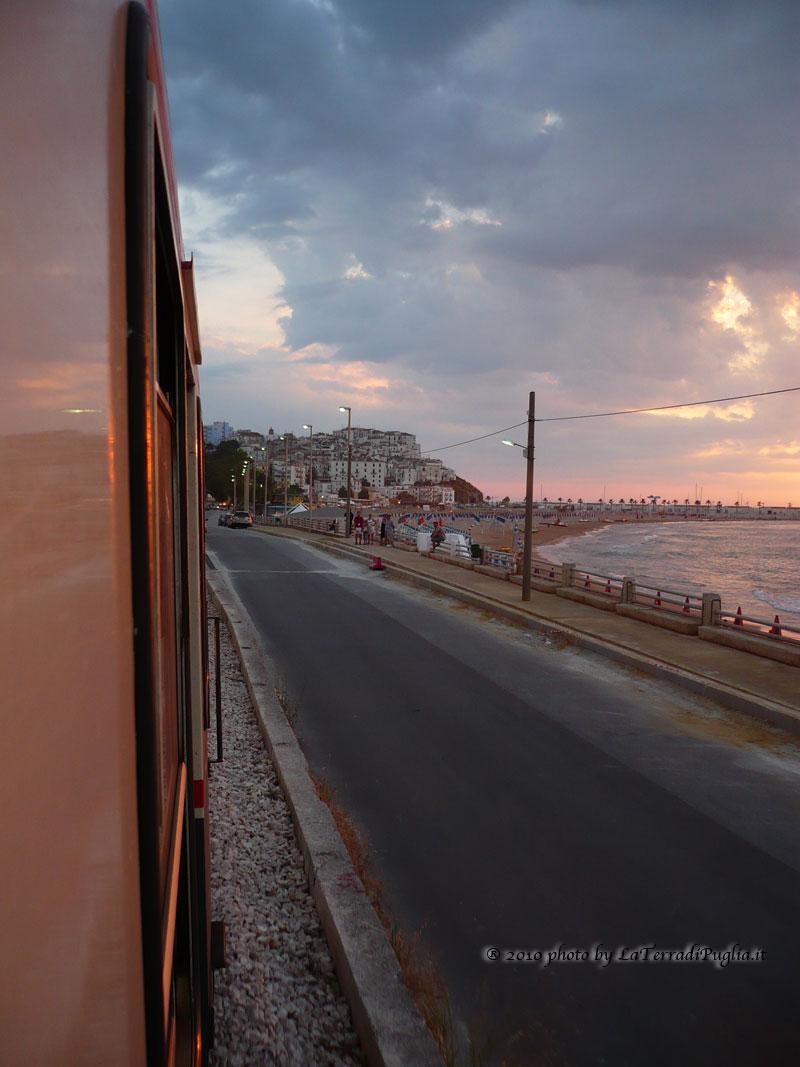 Spiaggia di Rodi vista treno