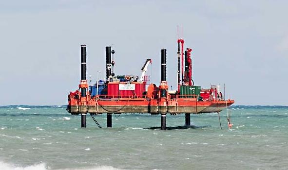 La piattaforma si posiziona a San Foca pronta a bucare la costa