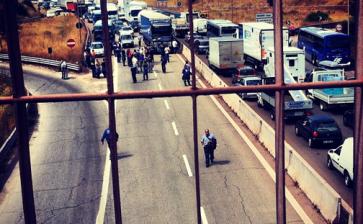 Operai dell'Ilva di Taranto bloccano la statale, segui la diretta…