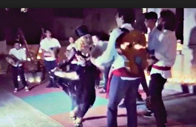 madonna balla pizzica