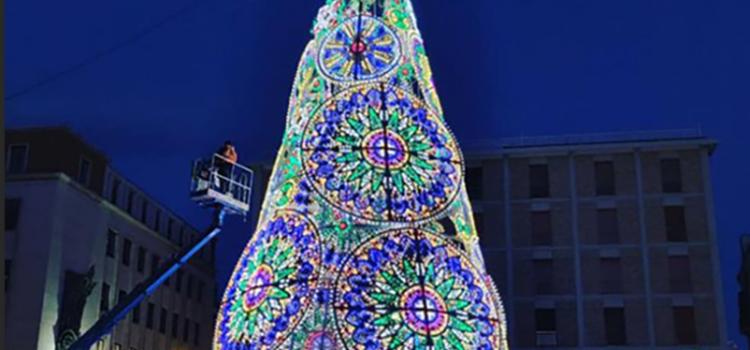 Luminarie pugliesi per l'albero di Natale di Piazza S.Oronzo a Lecce