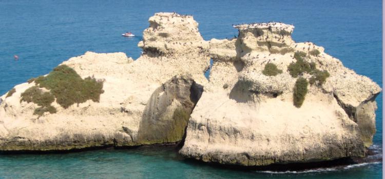 Vacanze in Puglia a Torre dell'Orso: la leggenda delle due Sorelle