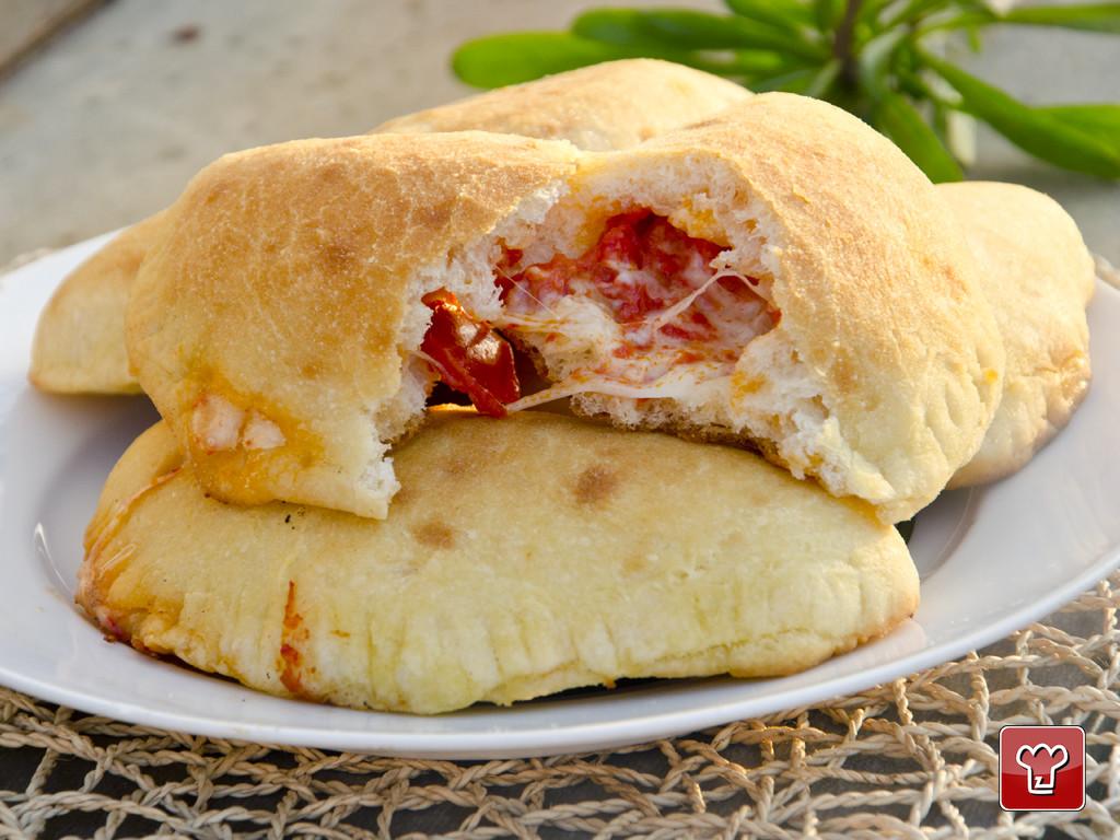 calzone fritto pugliese- LA Terra di Puglia