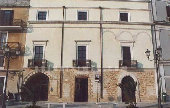 L'inaugurazione della casa del turista di Brindisi