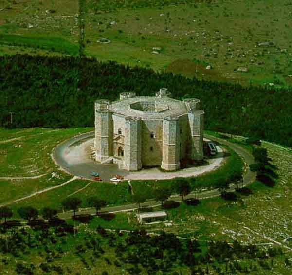 Veduta dall'alto del Castel del monte