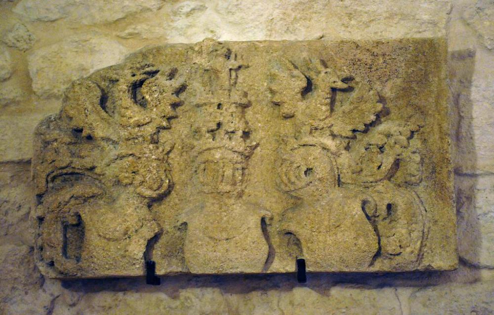 castello-aragonese-taranto-dettaglio