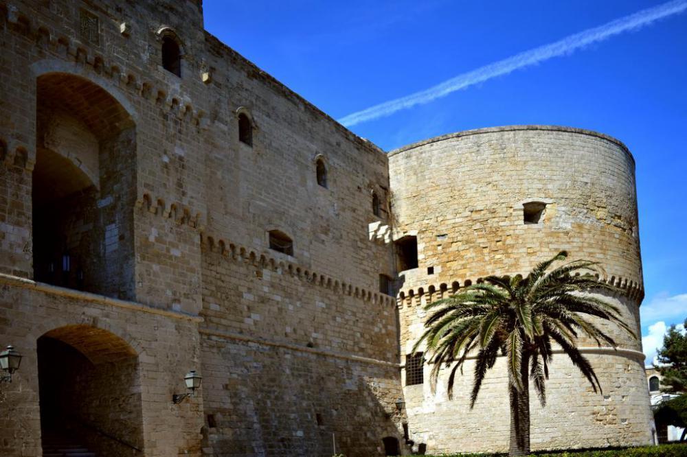 castello-aragonese-taranto-facciata