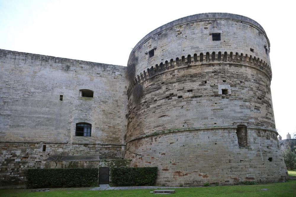 castello-aragonese-taranto-torre