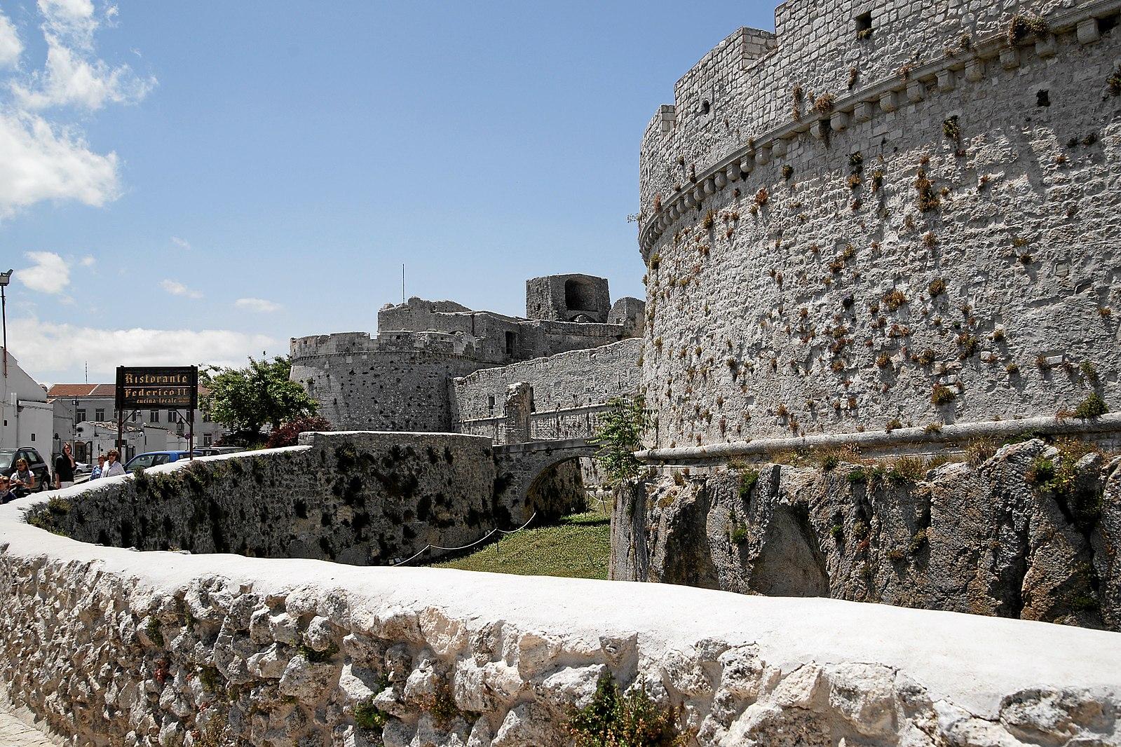 vacanza in Puglia – castello di monte sant'angelo – Laterradipuglia.it