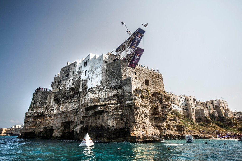 cliff-diving-polignano-a-mare-laterradipuglia