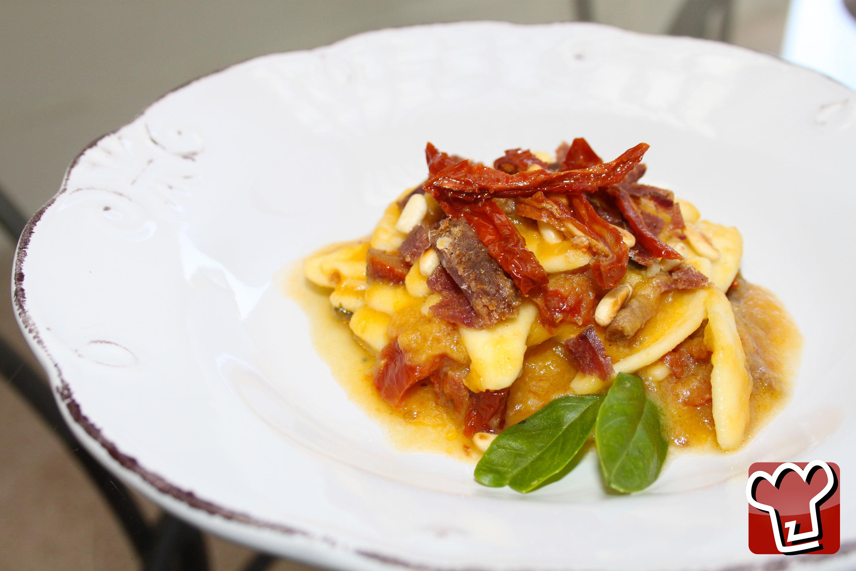 foglie-di-olivo-con-salsa-di-pomodori-gialli-pescatorino-pomodori-secchi