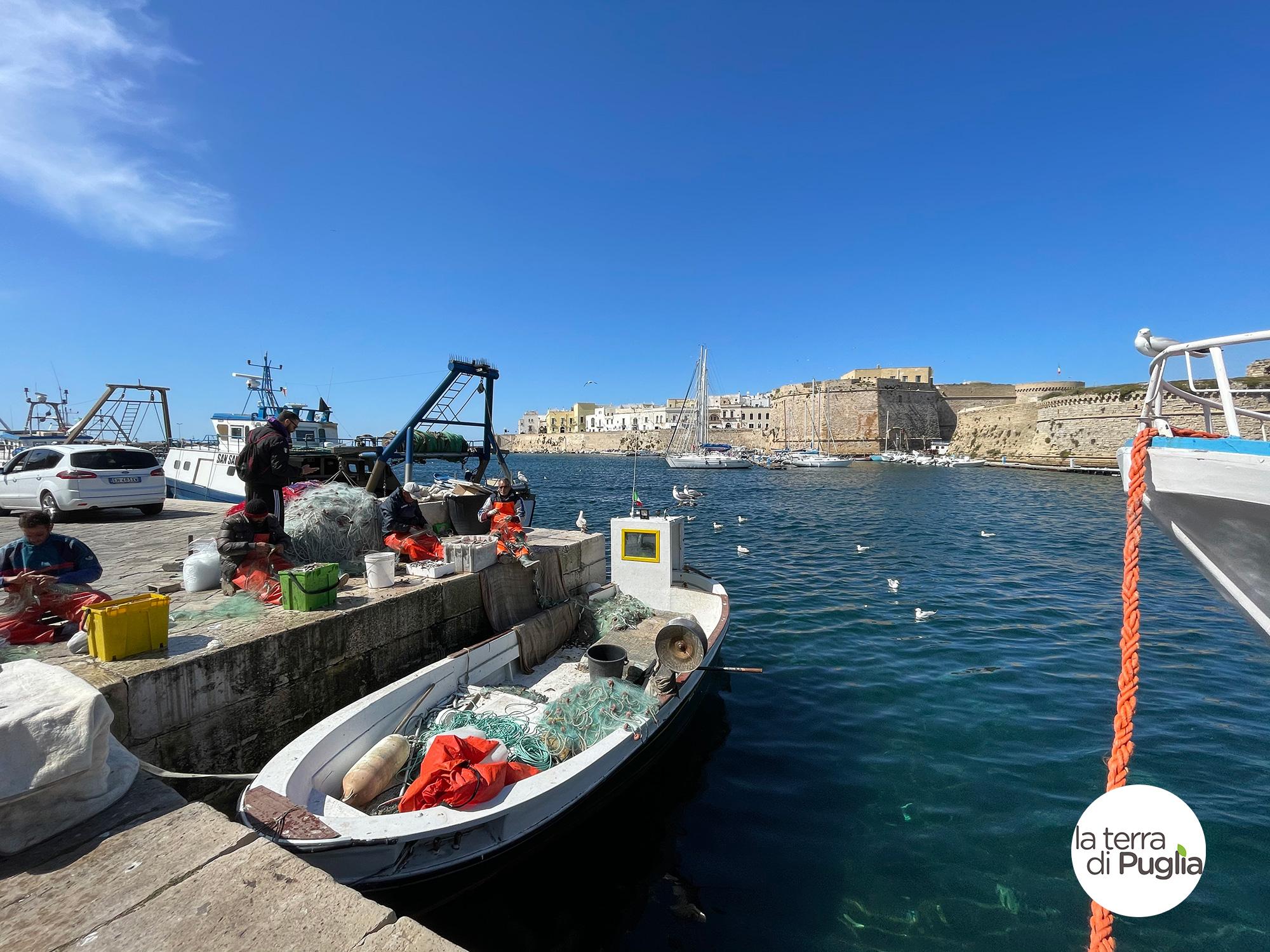 gallipoli-barche-castello-mare-1