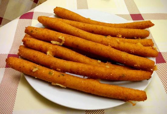 panzerotti o crocchette di patate del Salento .- Laterradipuglia.it