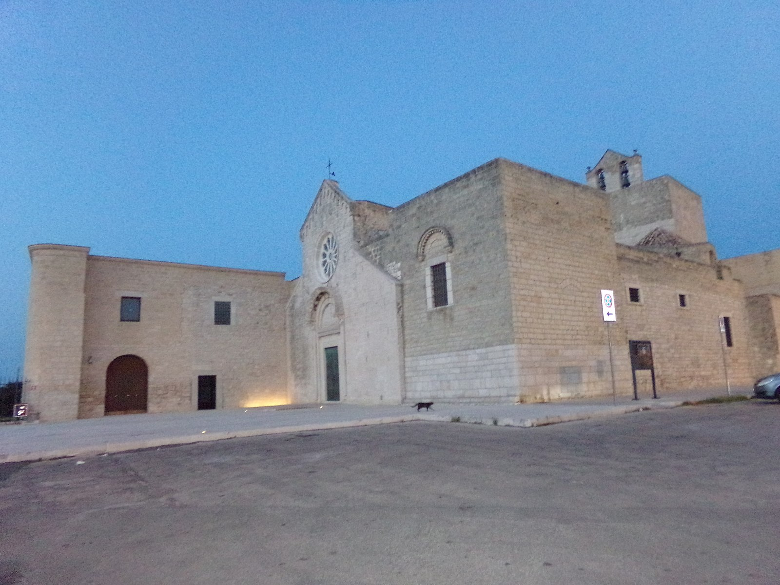 monastero, chiesa, croce di colonna – Trani – Laterradipuglia.it