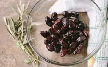 I metodi che i contadini usano per conservare le olive