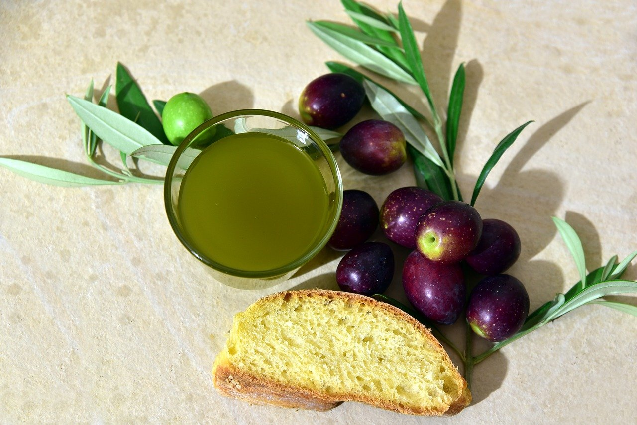 l'olio di oliva fa ingrassare? – Laterradipuglia.it