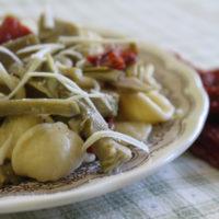 pasta con pomodori secchi e carciofi - La Terra Di Puglia