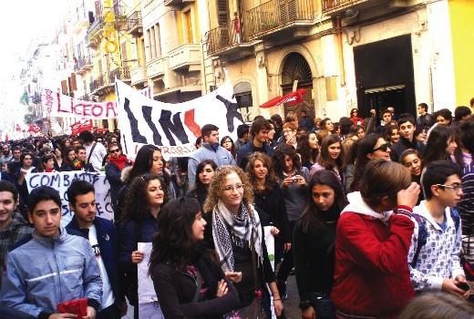 La protesta degli studenti nelle piazze pugliesi
