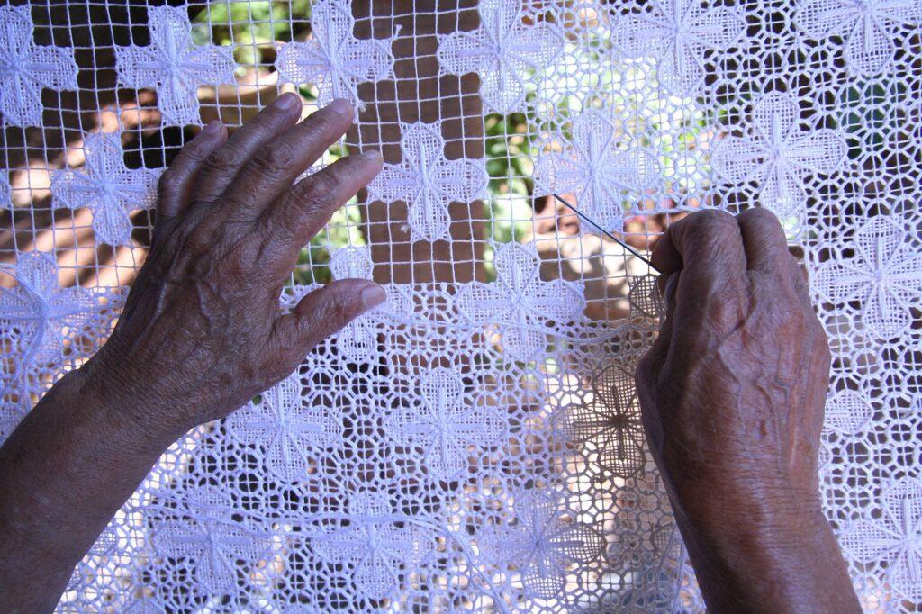ricami pugliesi merletti tombolo - La Terra di Puglia