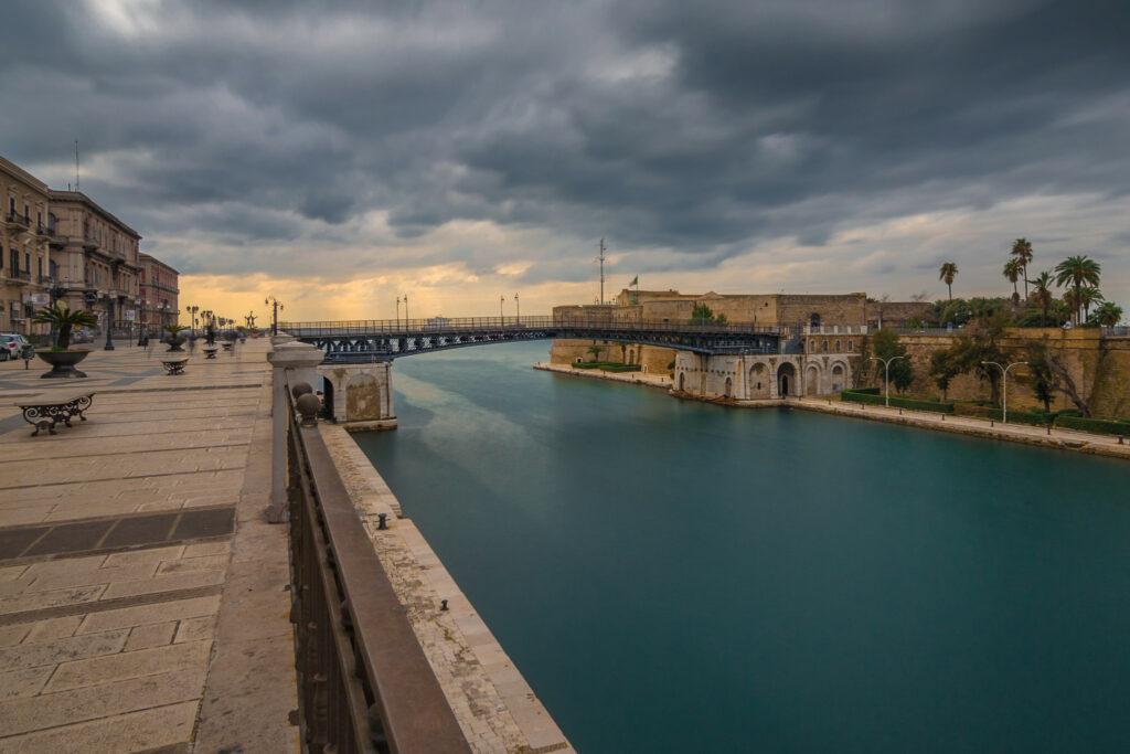 taranto il ponte girevole - Laterradipuglia.it