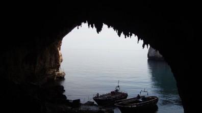L'ingresso della grotta visto dall'interno