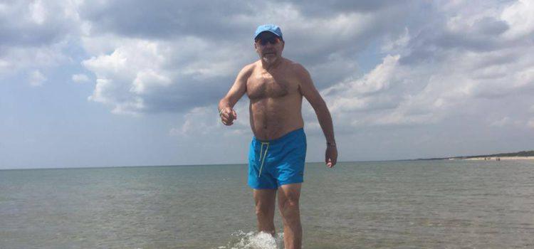 Sopresa per i bagnanti di Taranto: c'é Vasco in spiaggia