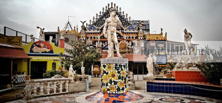 Vincent City, la casa eclettica del pittore di Guagnano